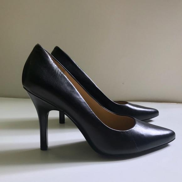 aeaecb620a Nine West Shoes   Nwt Leather Heels Black Garisono   Poshmark